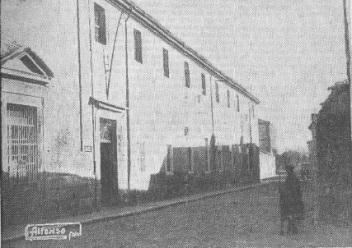 Exterior a la Calle de Santo Tomás del reformatorio de Alcalá, hoy Parador. Fotografía Alfonso (1933)